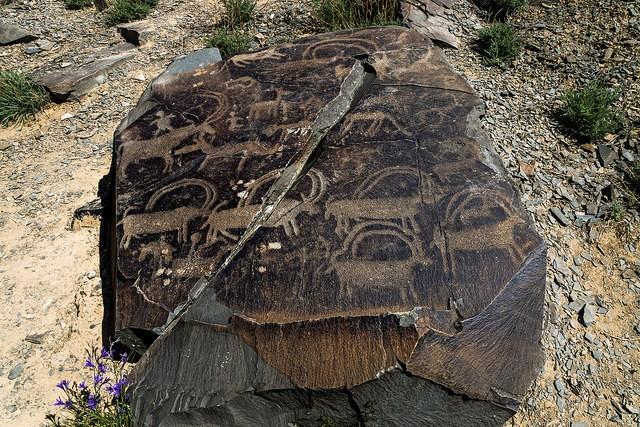 petroglify-tamgaly-01.jpg.51e113d0d571d7